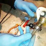Полная разборка редуктора мотокосы для удаления продуктов износа и замены смазки