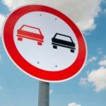 Знак «Обгон запрещён»: ответственность водителя, штрафы и спорные ситуации