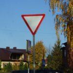 Знак «Уступи дорогу»: как выглядит