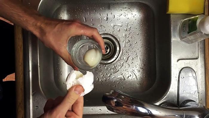 Как мгновенно очистить вареное яйцо, лайфхак для всех