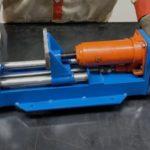 Компактный гидравлический пресс и тиски в одном устройстве для гаражных нужд