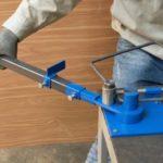 Простой ручной инструмент для сгибания металлических прутов и арматуры