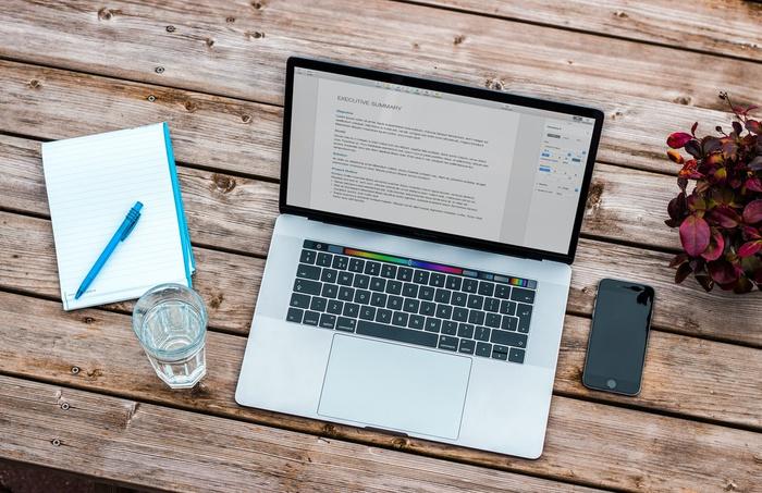 Продвинуть услуги и закрыть HR-голод: зачем компаниям запускать онлайн-курсы