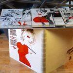 Стол-комикс из эпоксидки, оргстекла и фанеры