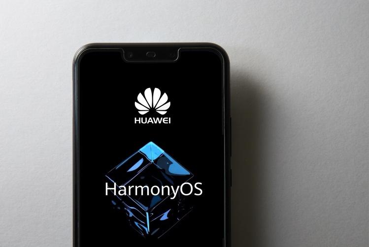 США ужесточают санкции против Huawei. Вот как компания справляется с ограничениями