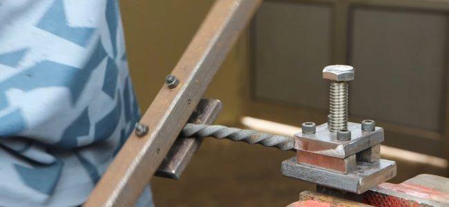 Ручной инструмент для закручивания металлических спиралей